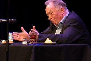 Peter Sodann bei seiner Dankesrede und seinen Anekdoten zur Feierstunde für seinen 80. Geburtstag.