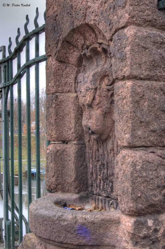 Der ehemalige Trinkbrunnen an der Genzmerbrücke