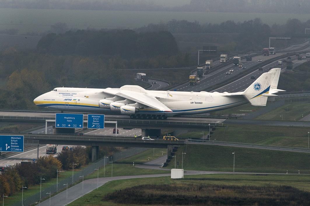 Antonow 225 Größtes Flugzeug Der Welt In Leipzighalle Gelandet