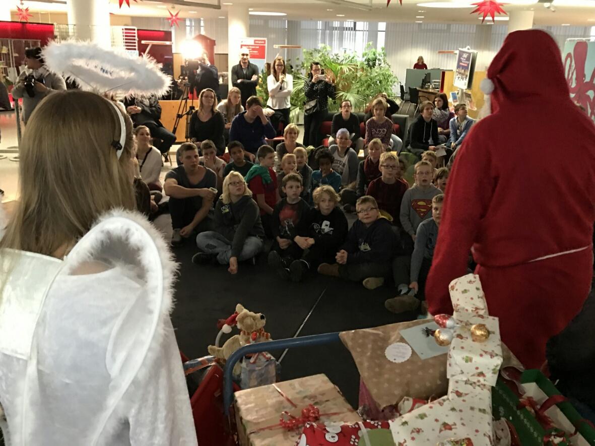 Kinderheim Weihnachtsgeschenke.Stadtwerke Spendieren Weihnachtsgeschenke Für Kinderheim Kinder Du