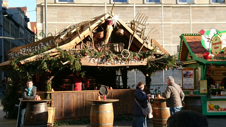 Stände Weihnachtsmarkt.Feuerzangenbowle Pyramide Eisenbahn Halles Schönste