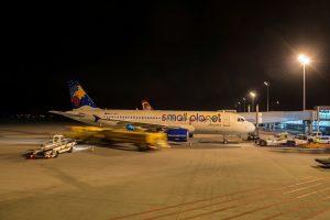 Abfertigung des small plant Airlines Flug Leipzig Halle - Larnaka
