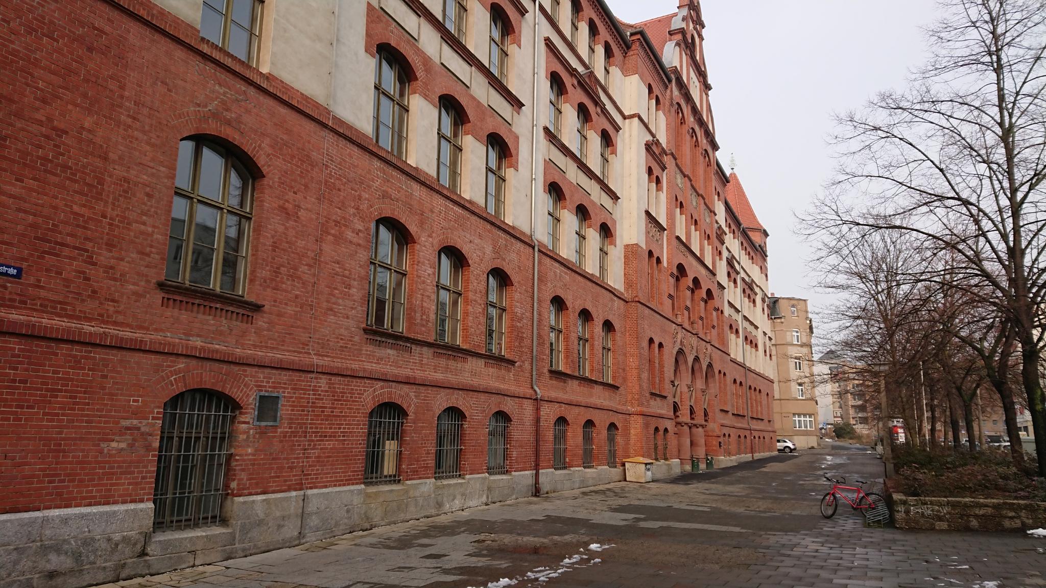Halle Gymnasium