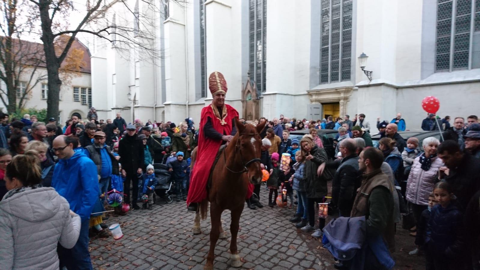 Martinstag Umzuge Und Martinsfeuer In Den Kirchgemeinden In Halle Du Bist Halle